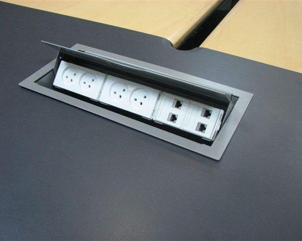 שקע חשמל לחדר ישיבות 6